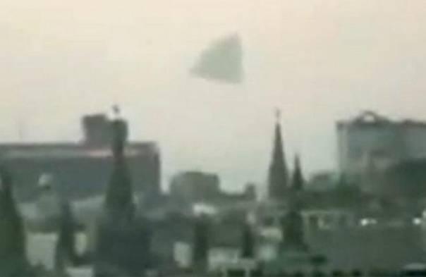 Пирамидальное НЛО над Кремлем в Москве