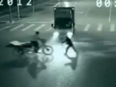 На камере видео наблюдения в Китае была снята телепортация человека (ВИДЕО)